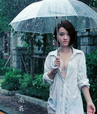 雨中美女湿身壁纸